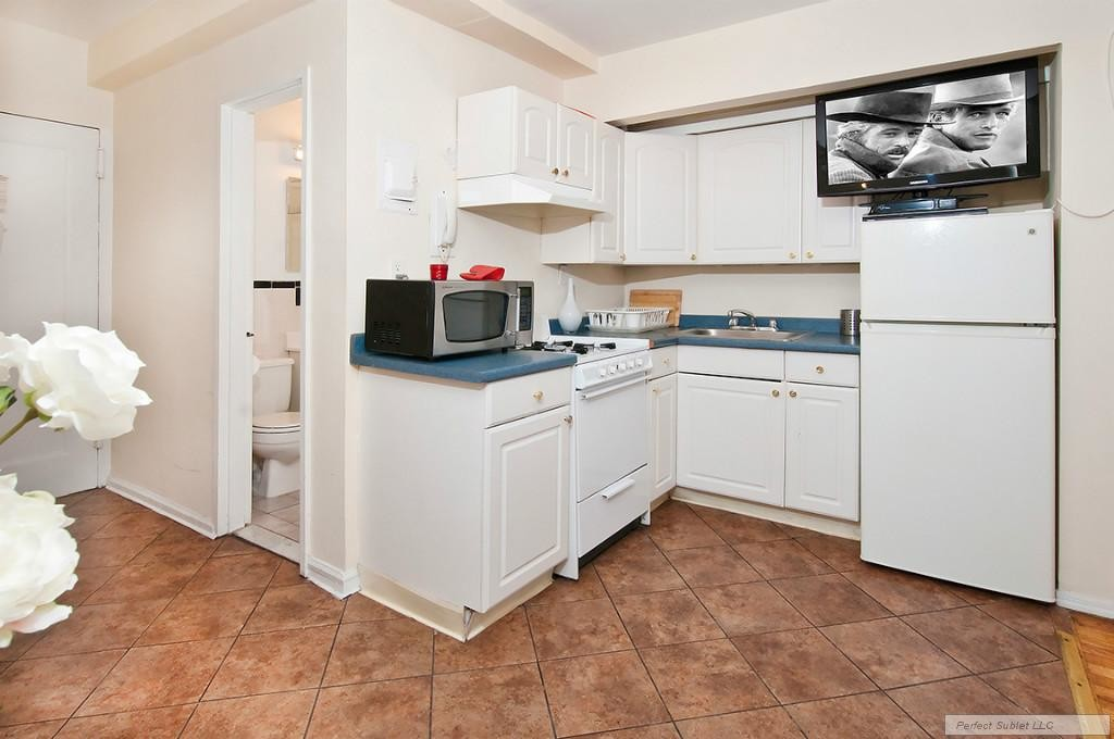 MURRAY HILL 2 BEDROOM APARTMENT FOR RENT-MARVELOUS 2 BEDROOM IN ELEVATOR/LAUNDRY BUILDING