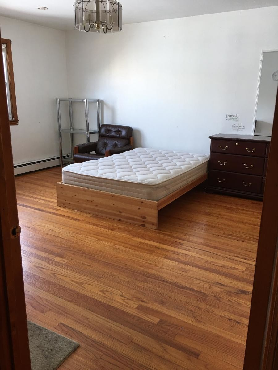 1 room in Saint Pauls Avenue