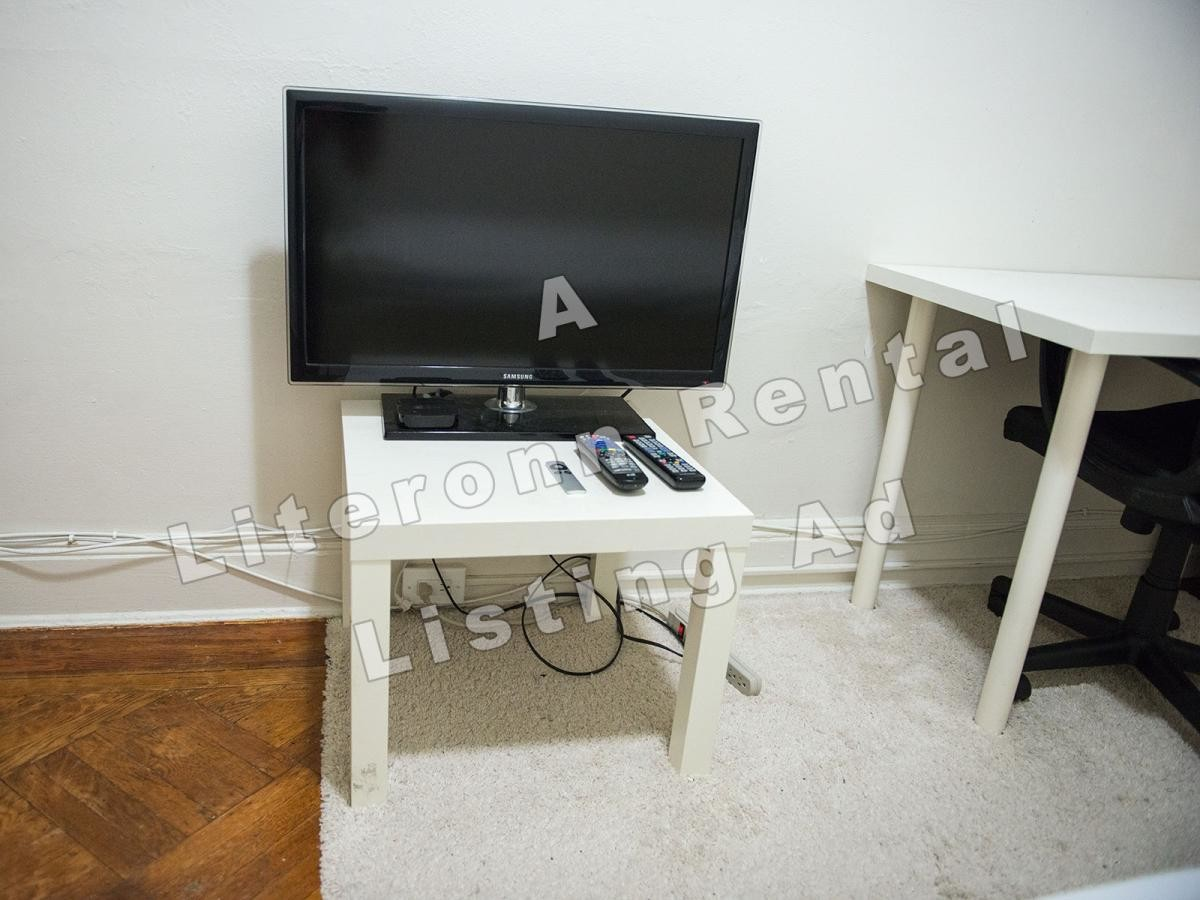 Nice and clean furnished room, in a fully furnished 2-family private house in SUNNYSIDE.