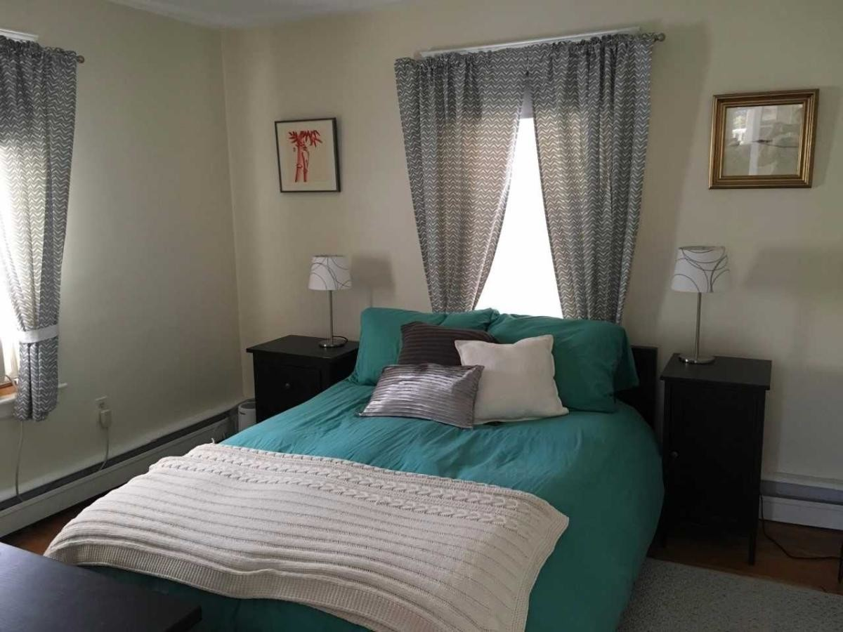 Large ROOMbedroom for rent 2nd floor