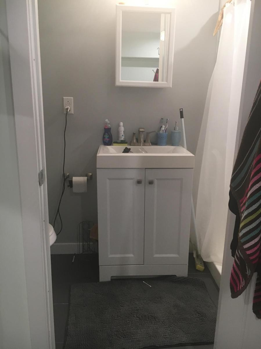 Private bedroom with private bathroom for rent in Philly