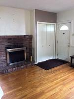 1 Bedroom Home Located directly off Walnut Street in Shadyside.