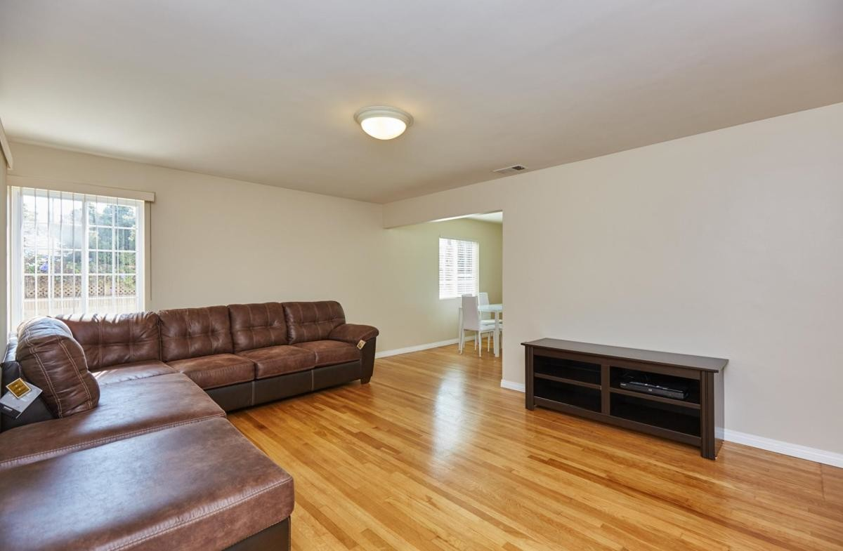 Shared room for lease