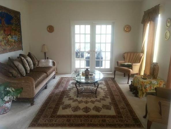 2 Large Rooms in a Safe family neighbourhood (Golf Course)