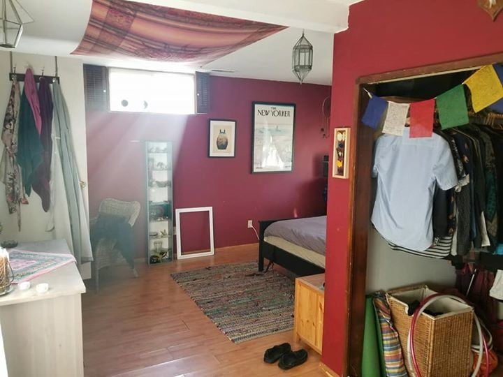 Master bedroom in Maple Leaf - 10 minute walk to Northgate transit center