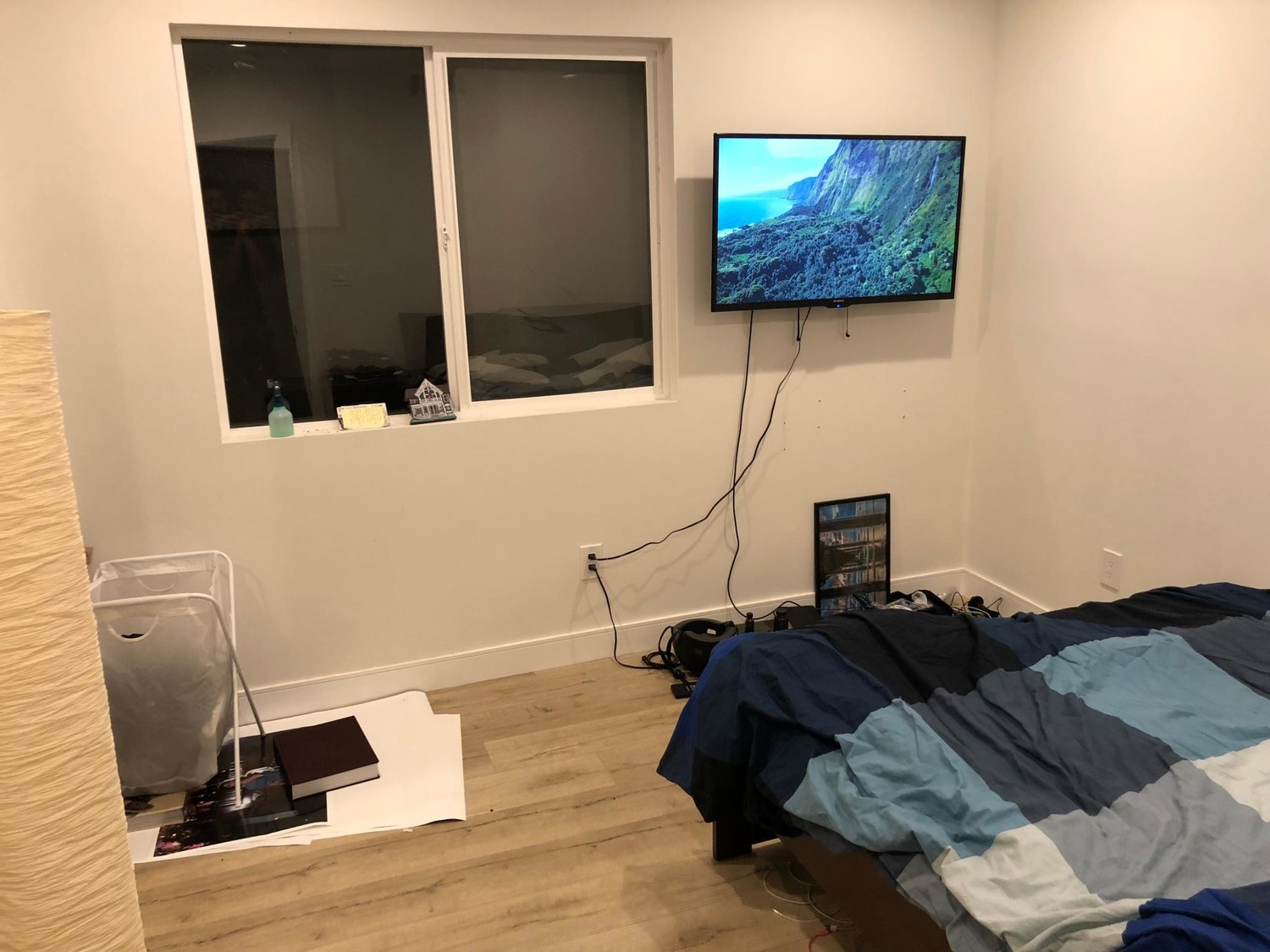 Subleasing a cozy room in a brand new house.