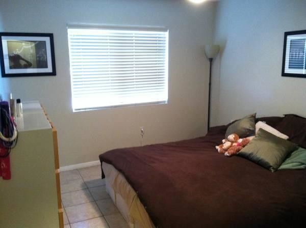 Comfortable bedroom near the University of San Diego