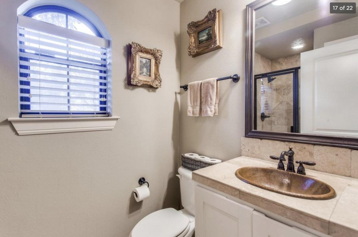 1 bedroom 1 bathroom affordable room for rent
