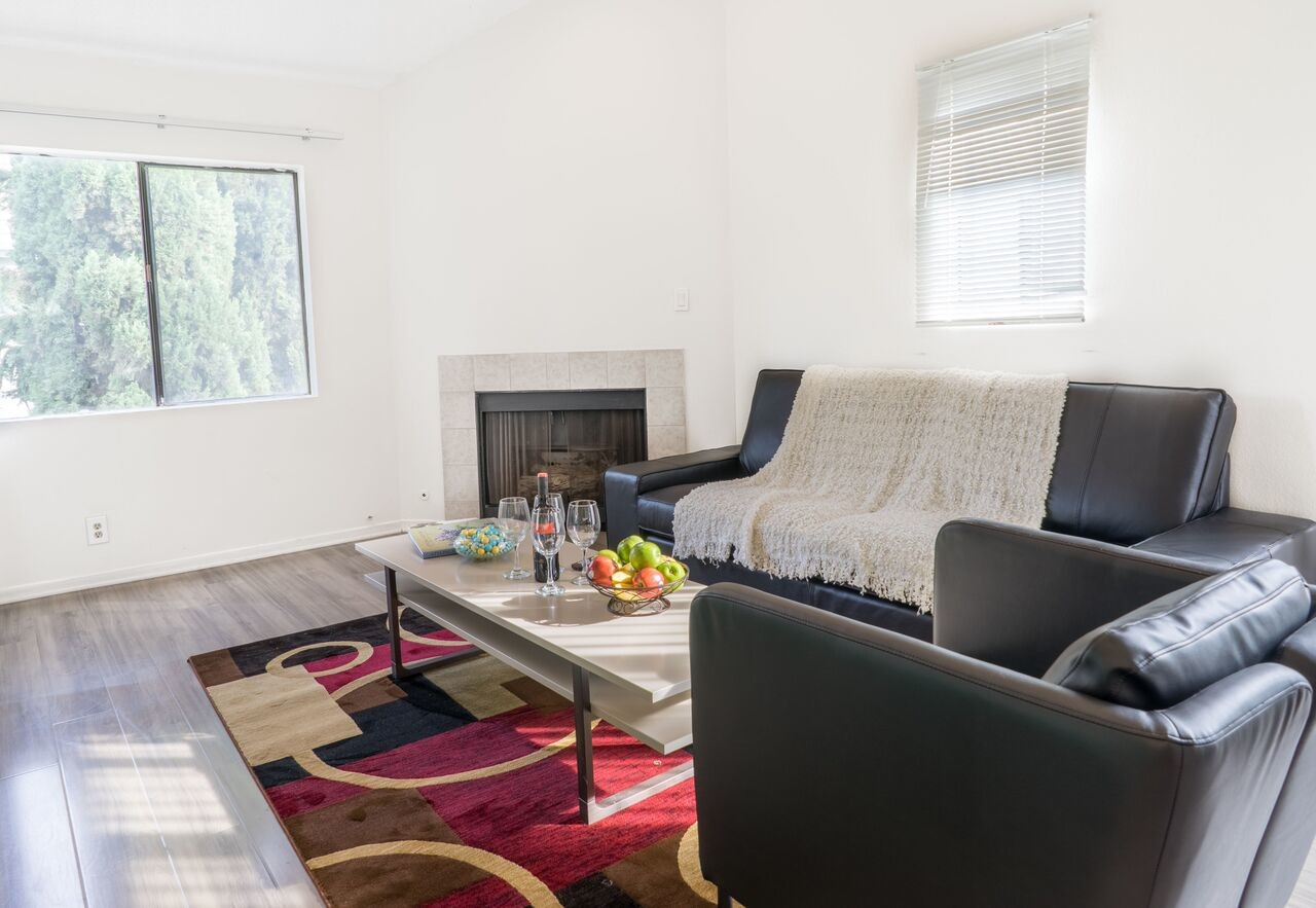 Private Room for Rent in 2Bedroom Apt at Pelham Ave