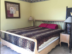 Lakeview master room with ensuite bathroom/jacuzzi