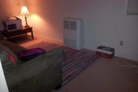 Two bedroom apartment 2.5 miles from UCLA!