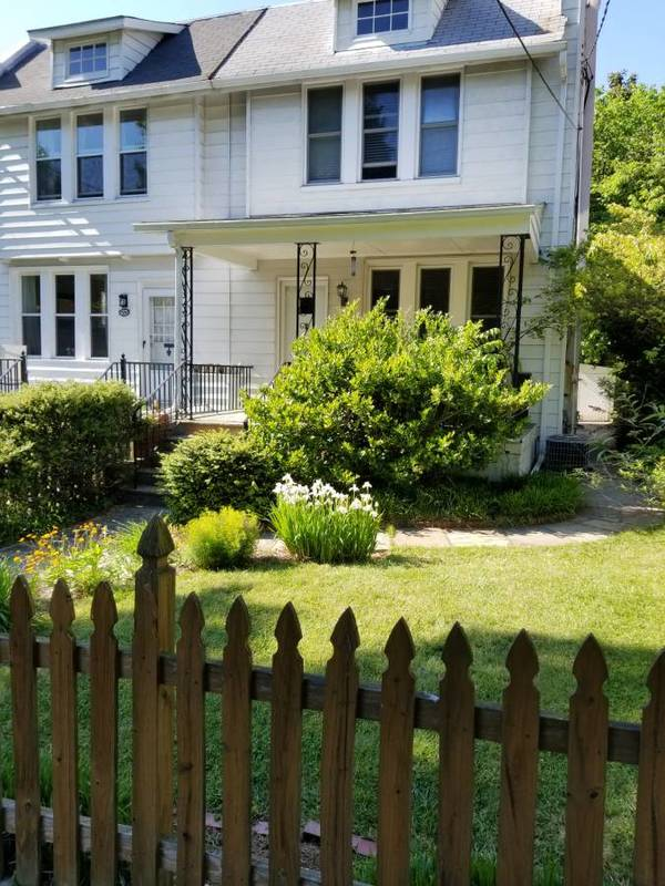 Great location one-room rent full furnished all utilities
