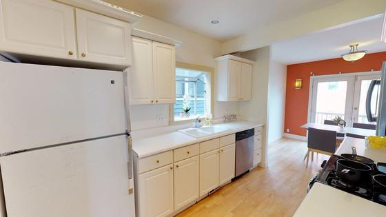Well Kept Craftsman Home, Easy Biking to Downtown Fremont and Queen
