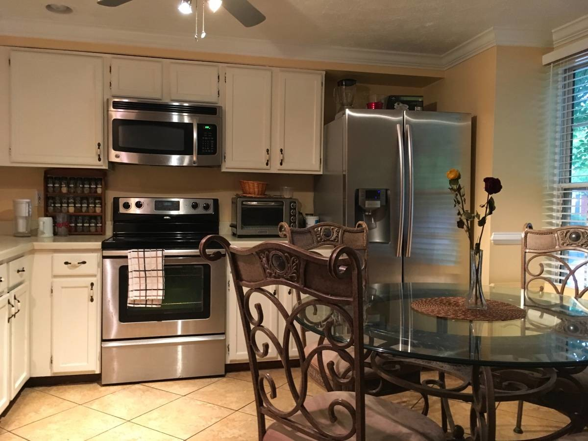 Furnished Master Bedroom with Private Bath for Rent including utilities and Internet