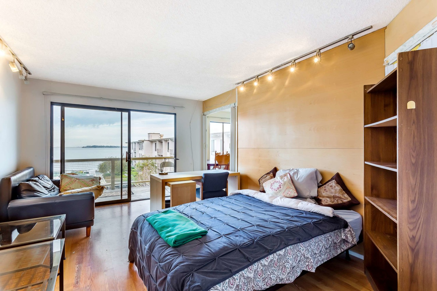 $1 mln view rooms for rent