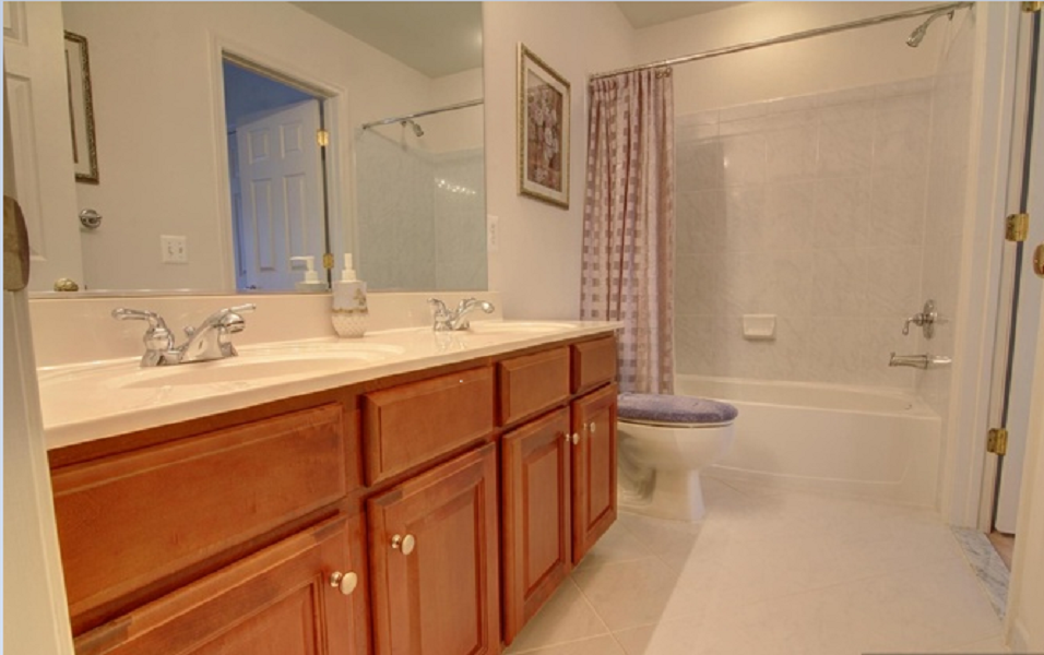Spacious & Tranquil 3rd Level Bedroom in a Luxury Townhouse near GMU