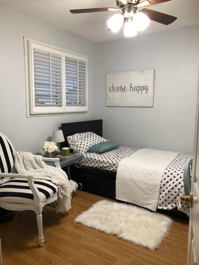 Room For Rent (Females Only) - Close to Square One, UTM