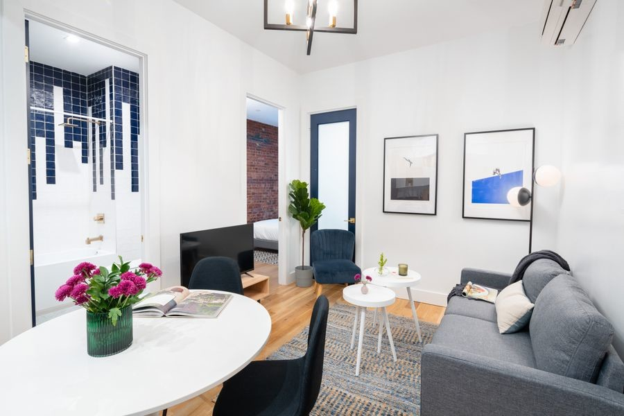 470 - Private furnished room in a 4 bedroom 1,5 bathroom apartment in Williamsburg