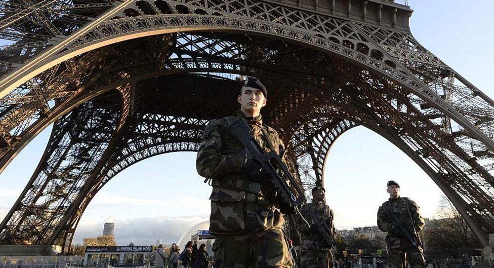مشتبه في هجوم برج إيفل يقر بتواصله مع داعش