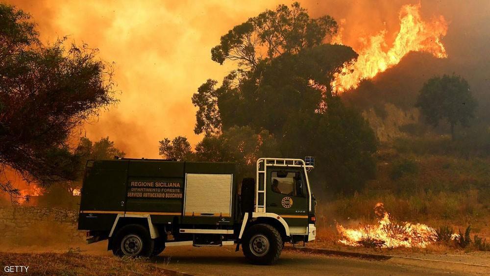 """رجل إطفاء """"محتال"""".. يشعل الحرائق ليخمدها"""
