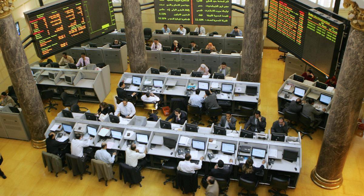 مشتريات عربية وأجنبية تنقذ بورصة مصر من خسائر أسبوعية