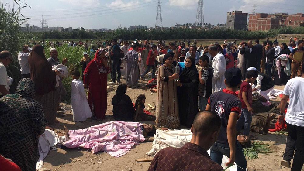 رئيس الوزراء المصري يشكل لجنة للتحقيق في حادث القطارين