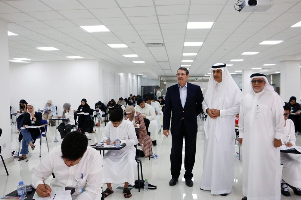 166 طالباً وطالبة يتقدمون لاختبارات القبول في كلية الطب بجامعة الخليج العربي