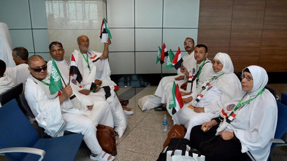 """مصريون عائدون من الحج """"شكراً للسعودية"""""""