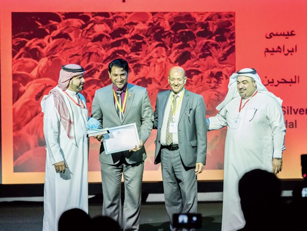 المصور البحريني عيسى إبراهيم يحقق ثلاث جوائز