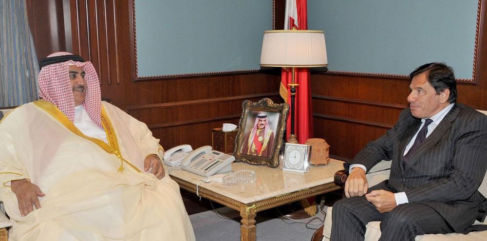 وزير الخارجية يستقبل السفير الفرنسي ويثني على جهوده المتميزة خلال فترة عمله