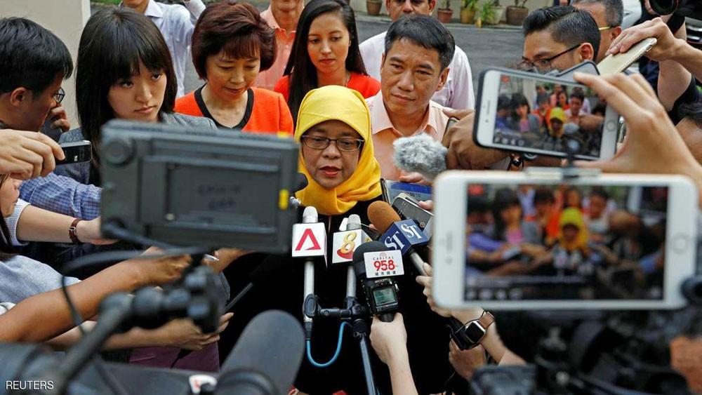 انتخاب أول رئيسة للبلاد في سنغافورة