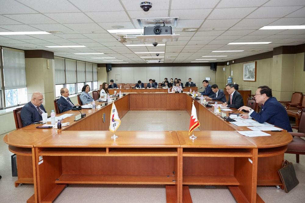 """مباحثات بحرينية – كورية لمتابعة سير التعاون في تنفيذ البنية المعلوماتية لمشروع """"الضمان الصحي"""""""