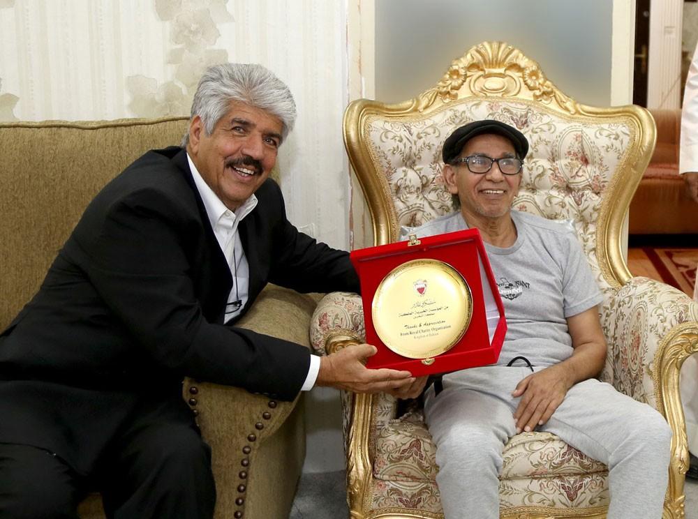 الخيرية الملكية تكرم الشاعر علي الشرقاوي