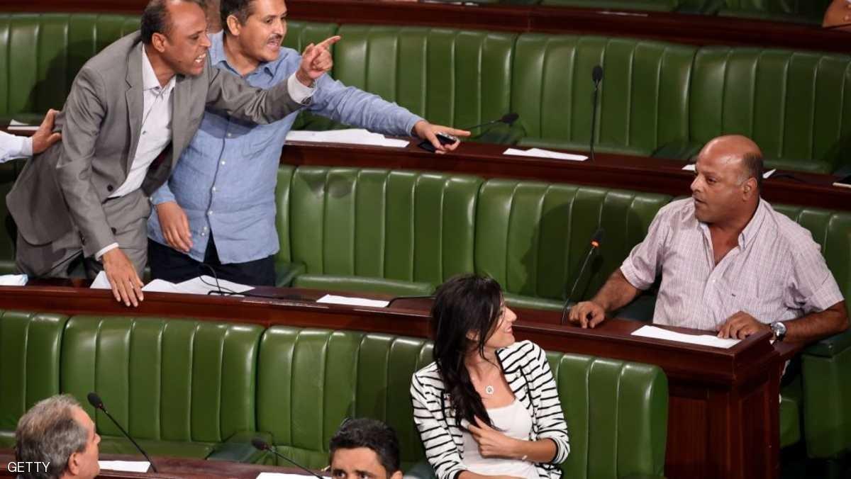 """البرلمان التونسي يقرّ قانون """"تبييض الفساد"""""""