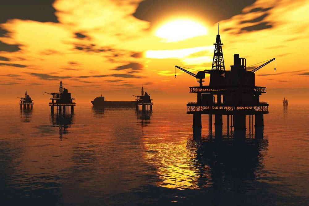 النفط يحافظ على معظم مكاسبه بدعم من آمال بقوة الطلب