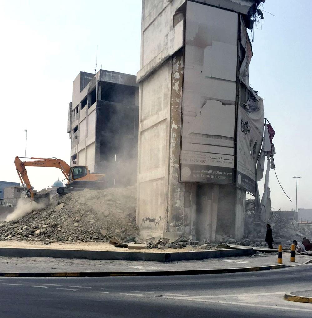 أمانة العاصمة توقف أعمال هدم مبنى مخالف للقوانين البلدية