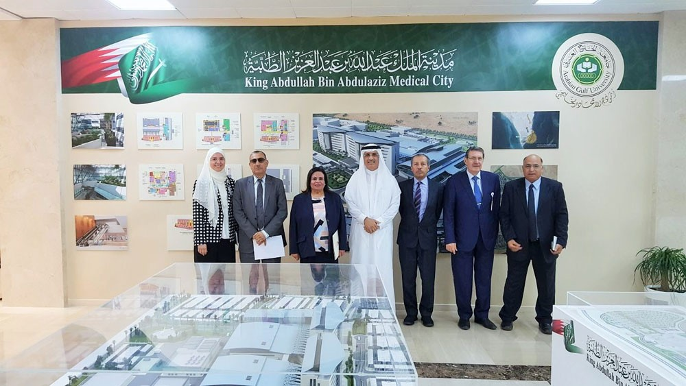وزارة الصحة وجامعة الخليج تبحثان تطوير الخدمات المتبادلة
