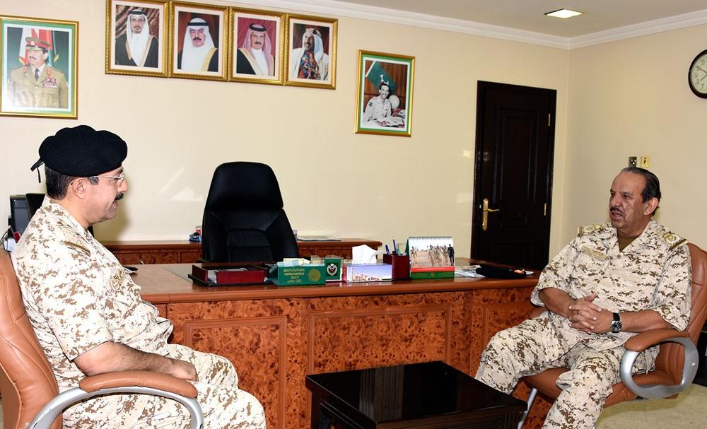 القائد العام يطلع على الجاهزية القتالية لعدد من الوحدات العسكرية