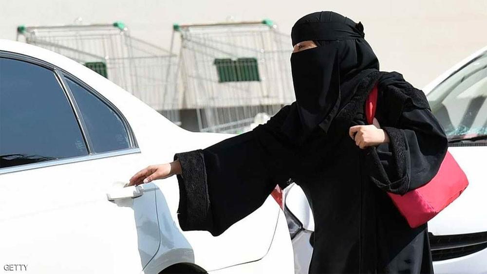 الداخلية السعودية: قيادة المرأة للسيارة تقلل من الخسائر