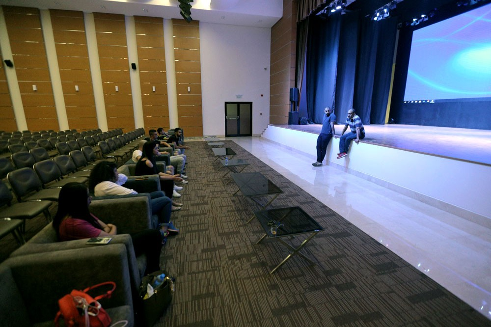 خالد بن حمد: الإعلام والجهات المساندة داعم رئيس لنجاح مهرجان المسرح الشبابي