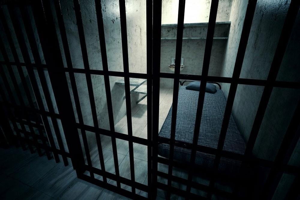 تأييد السجن سنتين و3 سنوات لـ12 مُدانًا بحرق اطارين بالمرخ