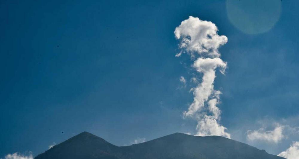 هدير جبل أغونغ في جزيرة بالي يشرد 122 ألف شخص