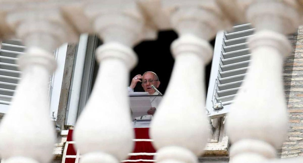 """دعوة للحوار في الفاتيكان بعد قضية """"البدع السبعة"""" للبابا"""
