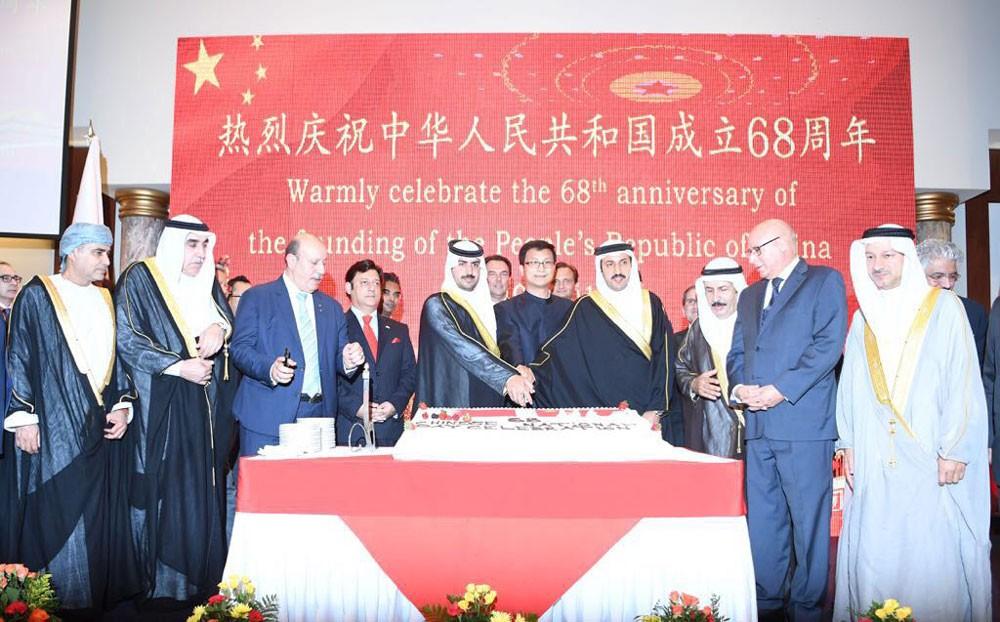 الشيخ خليفة بن راشد يحضر حفل السفارة الصينية