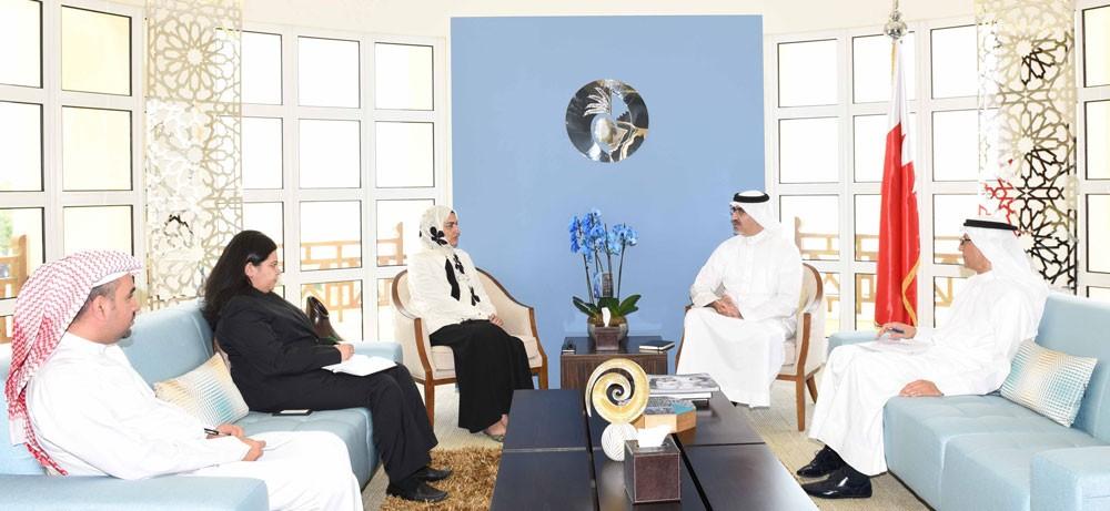 الأنصاري تبحث مع رئيس مركز الاتصال الوطني سبل التعاون لإبراز مسيرة تقدم المرأة البحرينية