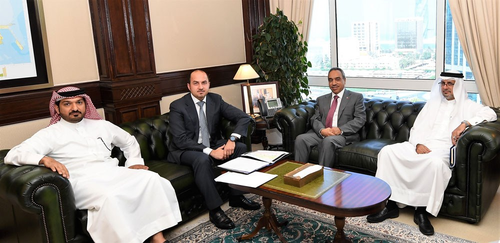 """وزير """"الأشغال"""" يبحث مع آل سنان بشأن شارع (1) بمجمع 202 في المحرق"""
