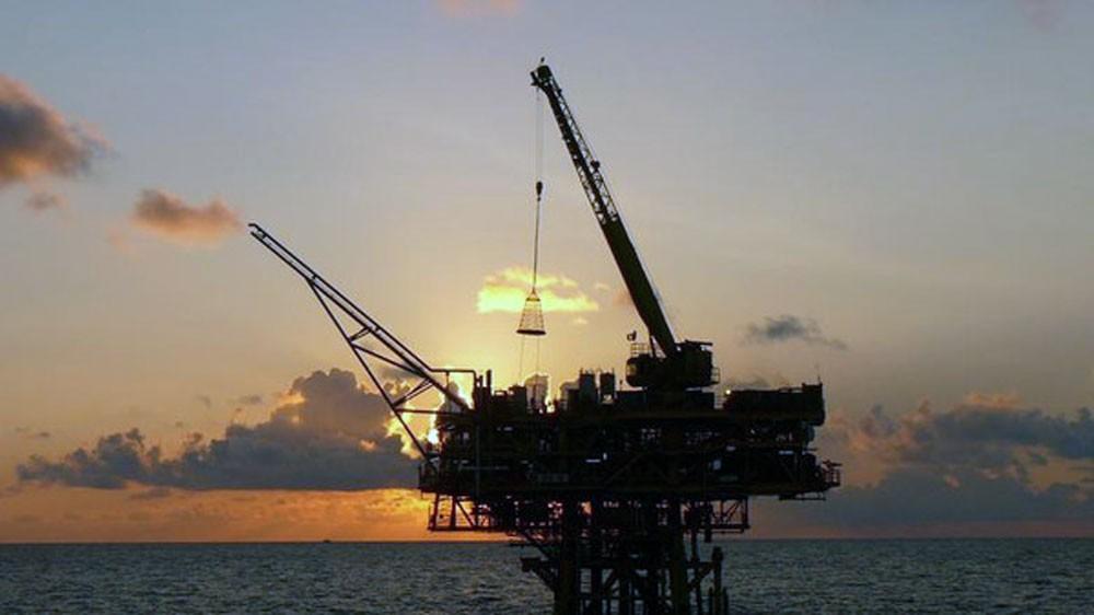 النفط يتجه لتحقيق مكسب أسبوعي مع تحسن آفاق الطلب