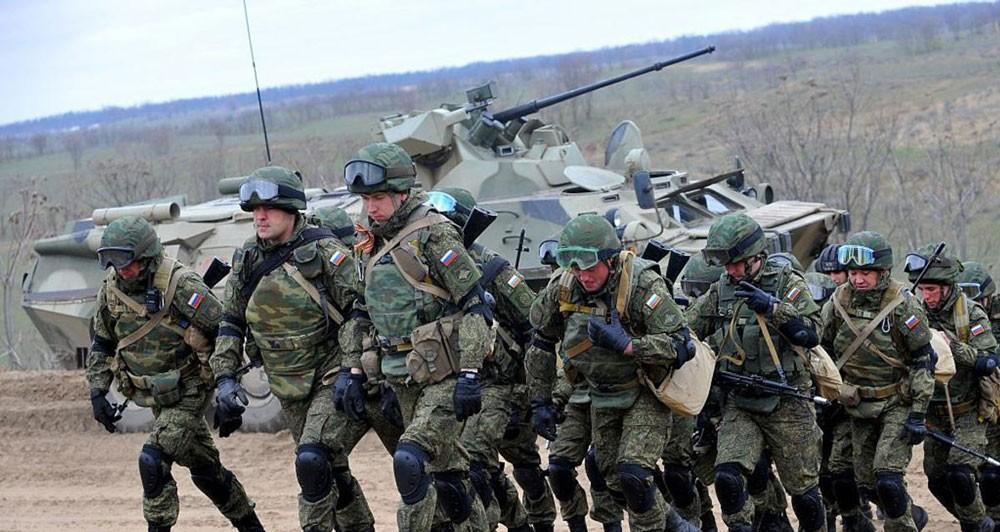 جندي روسي يقتل 3 من زملائه.. ويفر