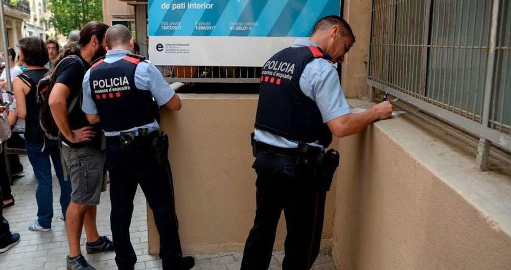 إغلاق نصف مدارس كتالونيا باعتبارها مراكز اقتراع