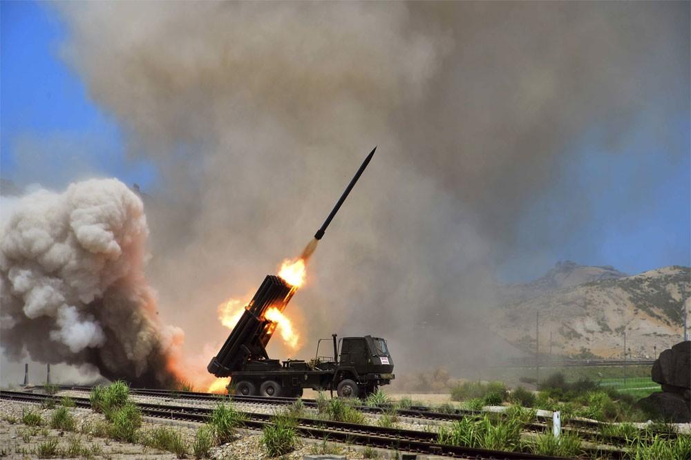 صاروخ كوريا الشمالية الجديد يطيح بمكاسب الدولار